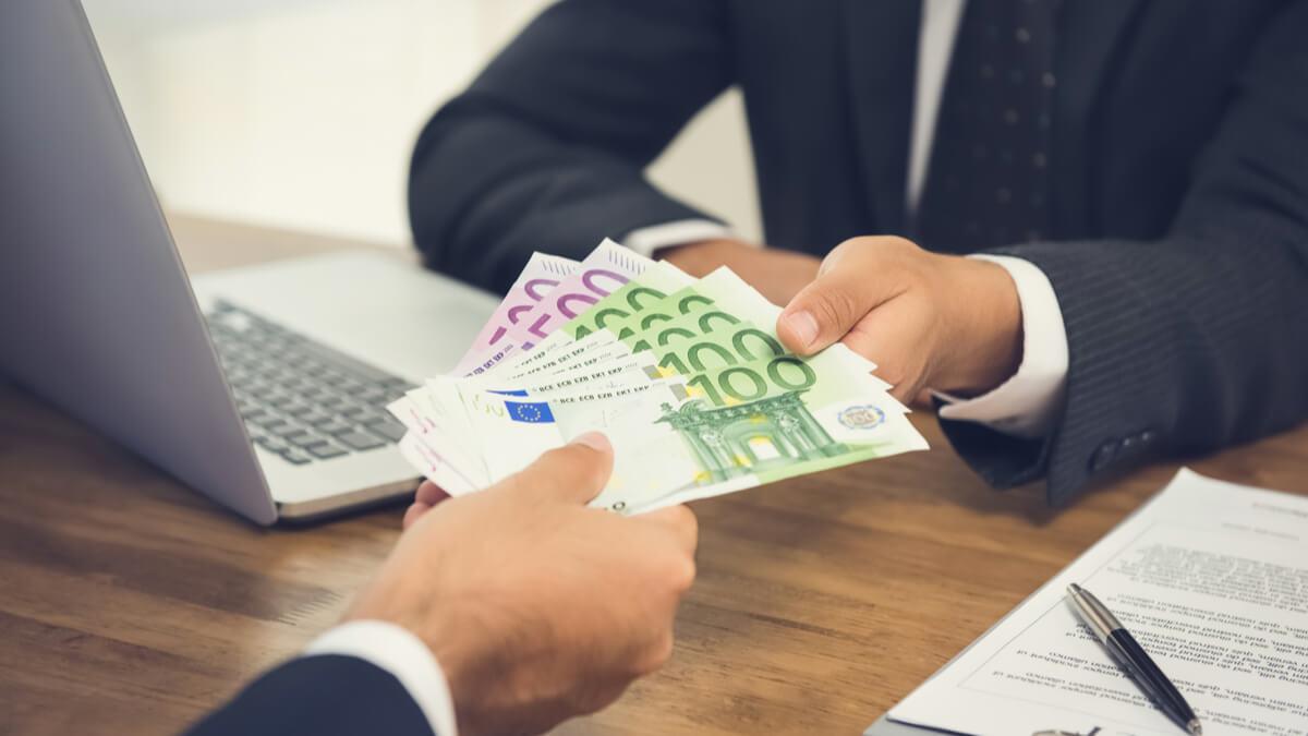 cum să faci bani pe bitcoin bitcoin comerț doar cu tendința