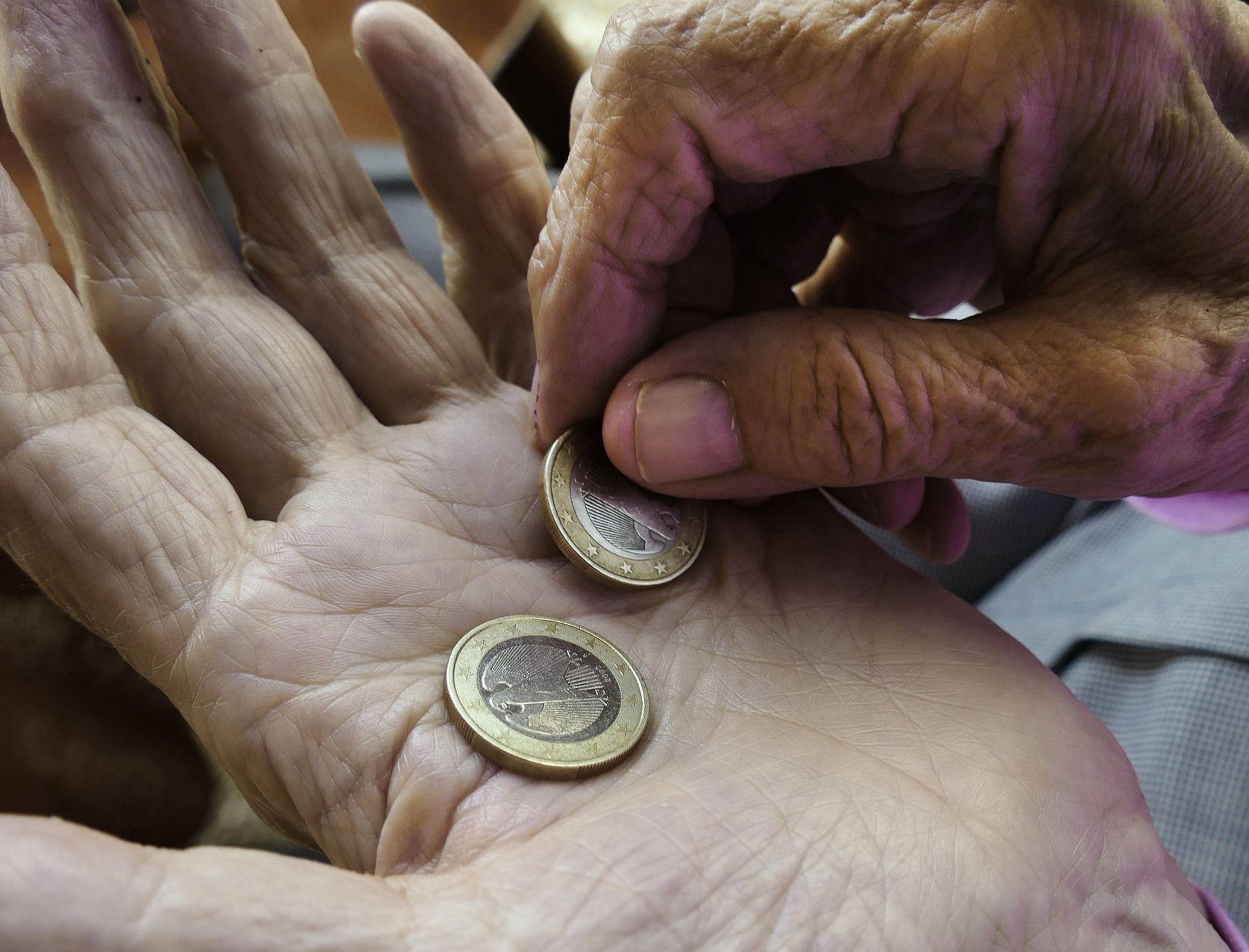 face bani repede pentru pensionari
